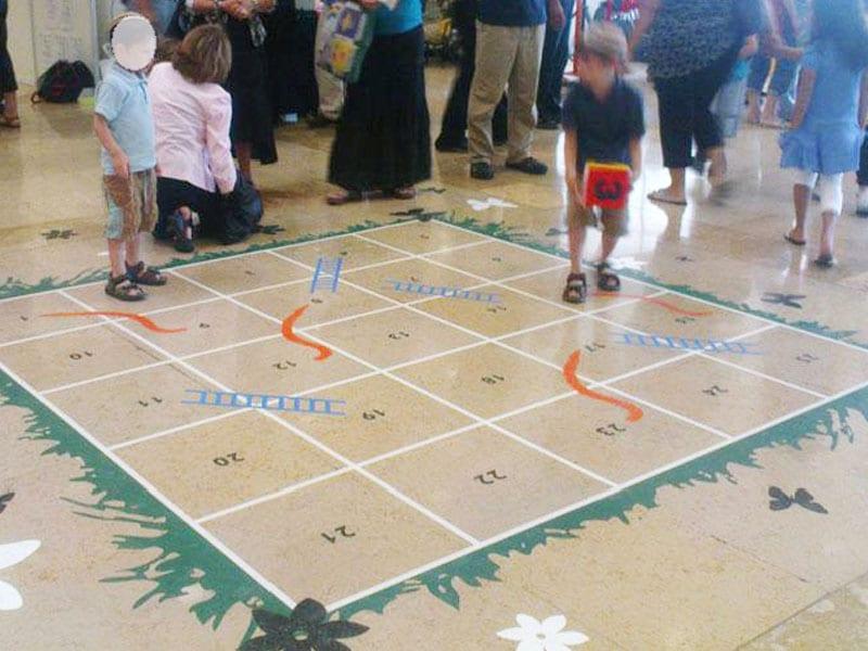 עיצוב משחקי רצפה - משחק סולמות ונחשים
