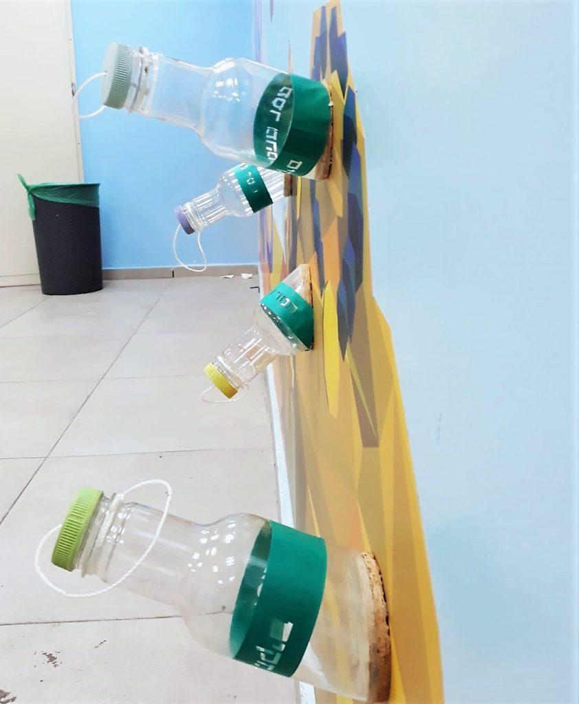 זוית נוספת של הבקבוקים