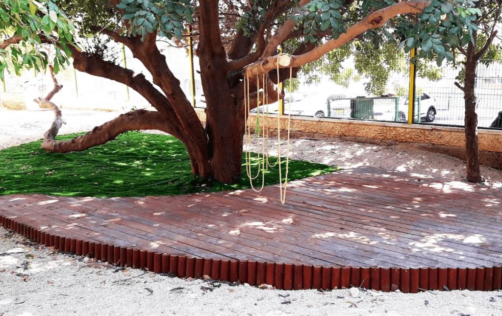 חצר בית ספר כמרחב למידה דק עץ תלי רמת מוריה