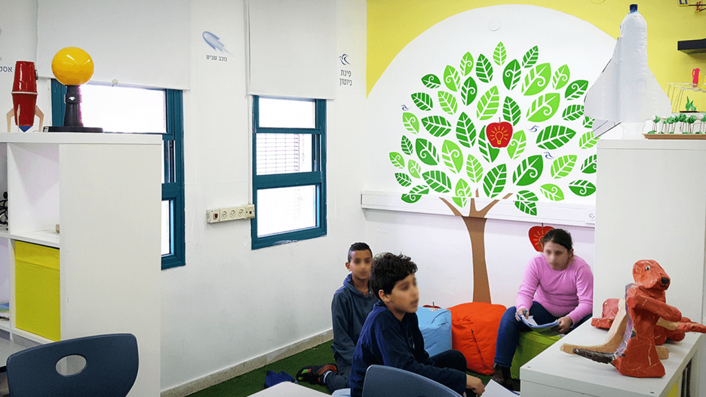 עיצוב חדר מדעים ללמידה פעילה פינת חשיבה בית ספר יער מופת רמות אלון ירושלים